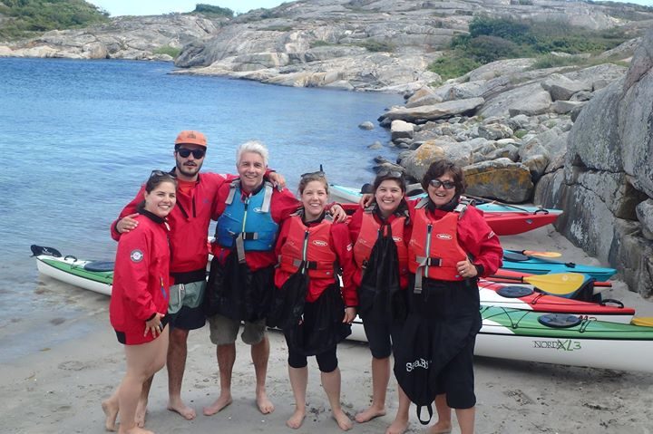 Great day kayaking and cliff jumping with the Hurtado family from Mexico and all over America :)  VisitSweden West Sweden including Gothenburg Västsverige Bohuslän Visit Grebbestad Grönemad