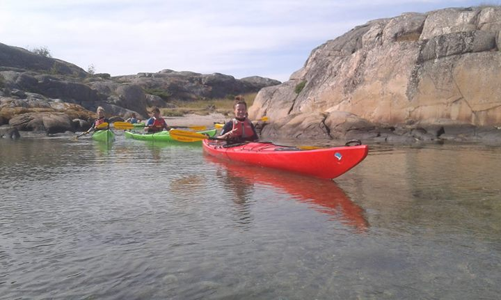 Fun times, practicing paddling techniques, towing, solo rescue and much more.... http://www.skargardsidyllen.se/sw/grundkurs-sakerhet/